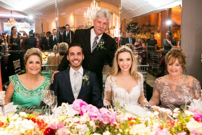 tnSueli-Bertoldi---me-do-noivo-os-noivos-e-Zenita-Ferreira-Vela---me-da-noiva